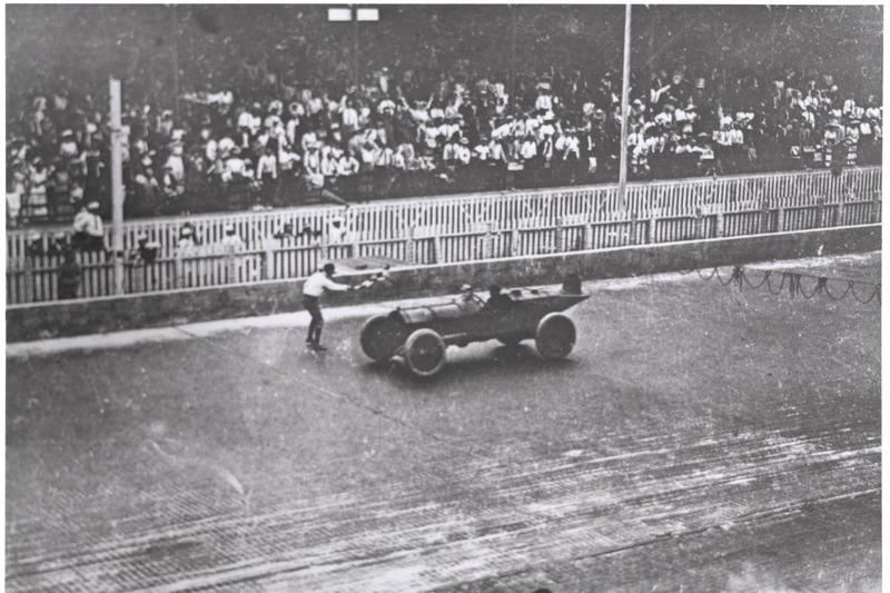В мире есть лишь четыре спортивных сооружения старше построенного в 1909 году «Индианаполис Мотор Спидвея» – это поле Old Course в шотландском Сент Эндрюс, ипподром Черчилль-Даунс, Всеанглийский клуб лаун-тенниса и крокета и трасса «Саратога»
