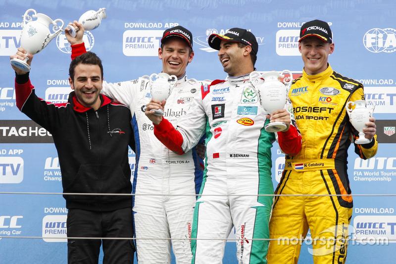 Подіум: друге місце Том Чілтон, Sébastien Loeb Racing, Citroën C-Elysée WTCC; переможець Меді Беннані, Sébastien Loeb Racing, Citroën C-Elysée WTCC; третє місце Нікі Катсбург, LADA Sport Rosneft, Lada Vesta