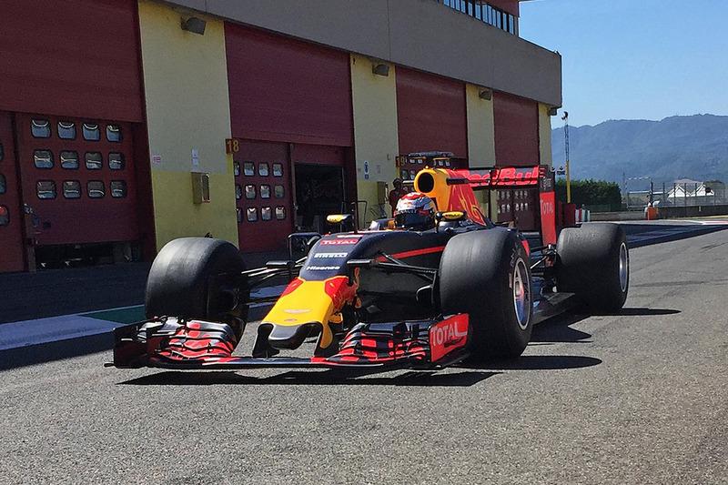 Red-Bull-Racing-Test mit 2017er-Reifen