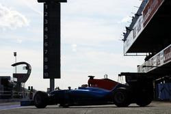 Рио Харьянто, Manor Racing MRT05 выезжает из гаража