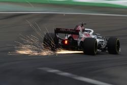 Marcus Ericsson, Sauber C37 Ferrari, strikes up sparks
