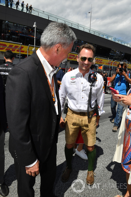 Chase Carey, Chief Executive Officer ed Executive Chairman del Formula One Group e Christian Horner, Team Principal, Red Bull Racing, in griglia