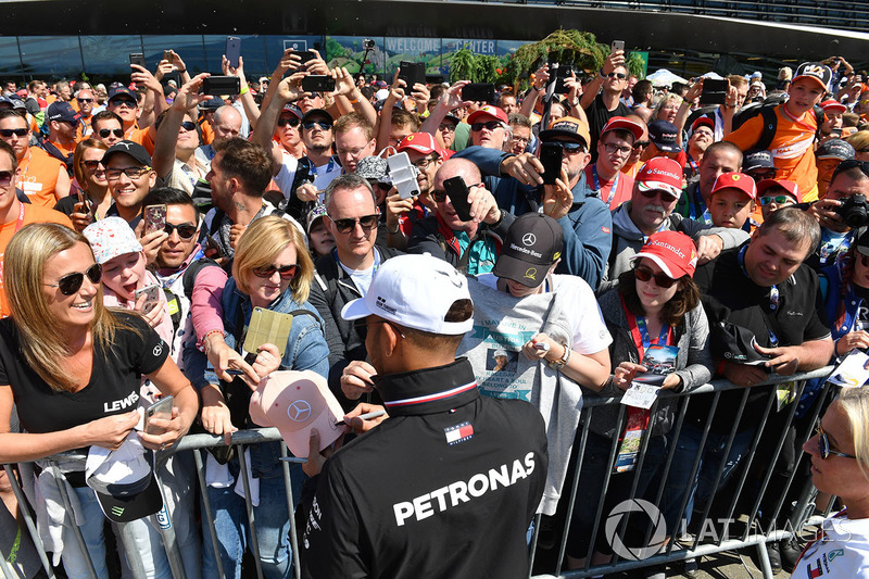 Lewis Hamilton, Mercedes-AMG F1 signs autographs for the fans