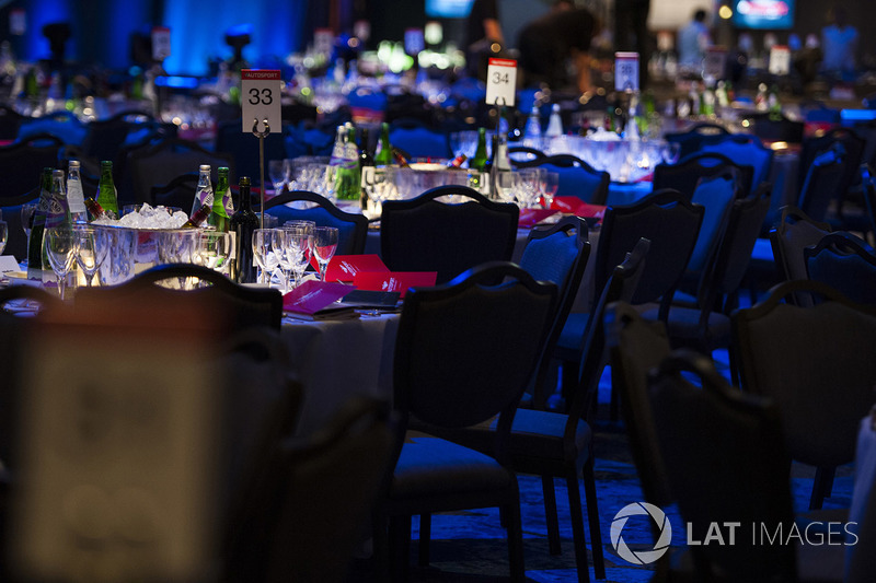 Las mesas en el Great Room previo a los Autosport Awards