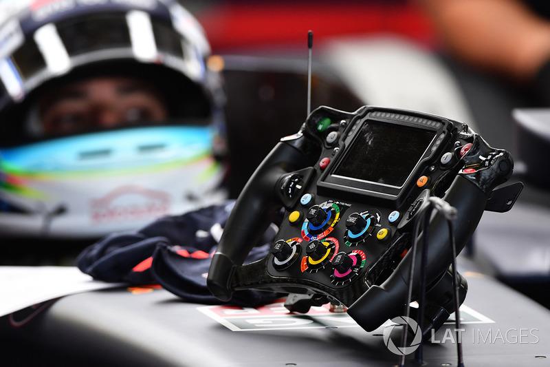 Detalhe do volante do Red Bull de Daniel Ricciardo