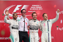 Podium: second place Lewis Hamilton, Mercedes AMG F1, Race winner Nico Rosberg, Mercedes AMG F1, thi