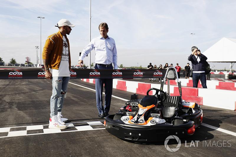 Льюіс Хемілтон, Mercedes AMG F1, відкриває картодром