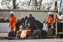 Marshals and team members recover the car of Fernando Alonso, McLaren MCL33