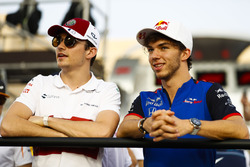 Temporada 2018 F1-bahrain-gp-2018-charles-leclerc-sauber-and-pierre-gasly-toro-rosso-in-the-drivers-parad