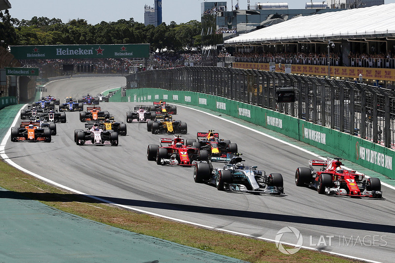 Valtteri Bottas, Mercedes-Benz F1 W08 and Sebastian Vettel, Ferrari SF70H battle at the start of the race