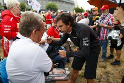 Fernando Alonso, McLaren, taraftarlar ile bir araya geliyor