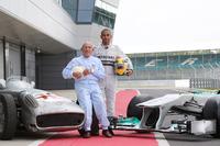 Sir Stirling Moss, Mercedes-Benz W196 en Lewis Hamilton, Mercedes AMG F1