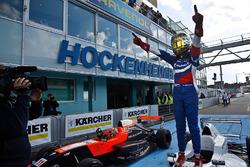 Победитель гонки Роберт Шварцман, Josef Kaufmann Racing