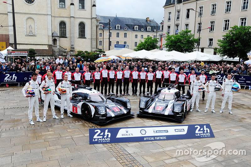 #1 Porsche Team Porsche 919 Hybrid: Timo Bernhard, Mark Webber, Brendon Hartley, #2 Porsche Team Por