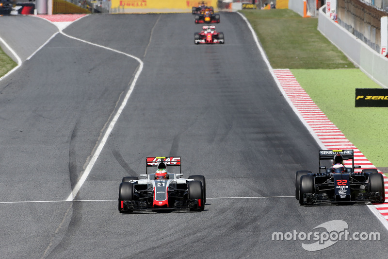 Esteban Gutierrez, Haas F1 Team und Jenson Button, McLaren Honda