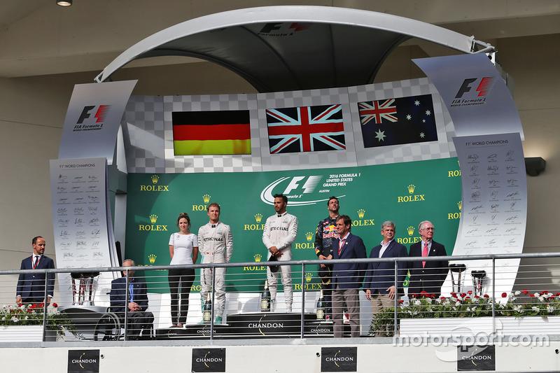 الفائز بالسباق لويس هاميلتون، مرسيدس، المركز الثاني نيكو روزبرغ، مرسيدس، المركز الثالث دانيال ريكاردو، ريد بُل