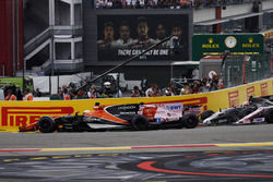 Fernando Alonso, McLaren MCL32, Sergio Perez, Sahara Force India F1 VJM10, through the first corner