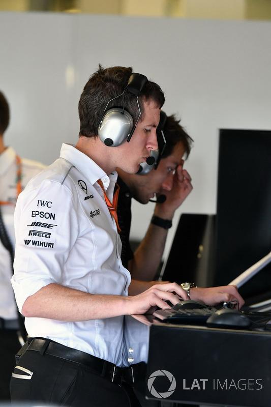 Інженер Mercedes AMG F1