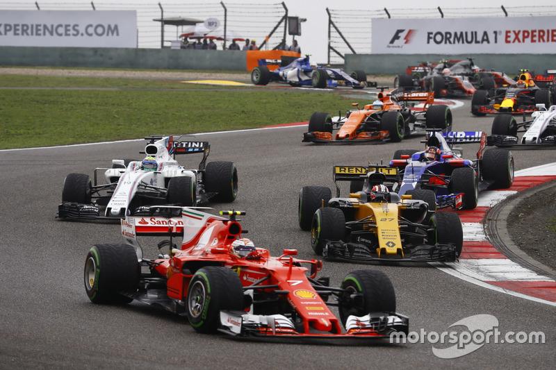 Kimi Räikkönen, Ferrari SF70H; Nico Hülkenberg, Renault Sport F1 Team RS17; Felipe Massa, Williams FW40; Daniil Kvyat, Scuderia Toro Rosso STR12