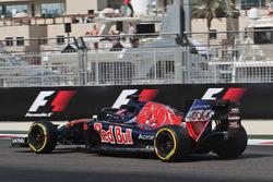 Daniil Kvyat, Scuderia Toro Rosso STR11 with a Halo cockpit cover