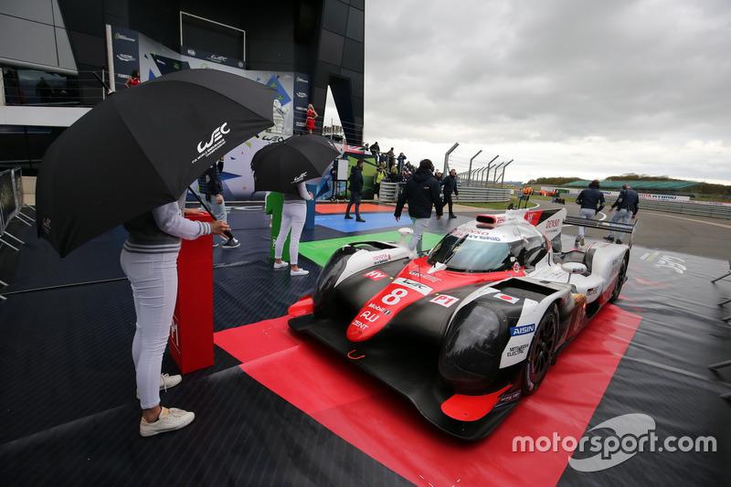#8 Toyota Gazoo Racing Toyota TS050 Hybrid: Anthony Davidson, Sébastien Buemi, Kazuki Nakajima in pa