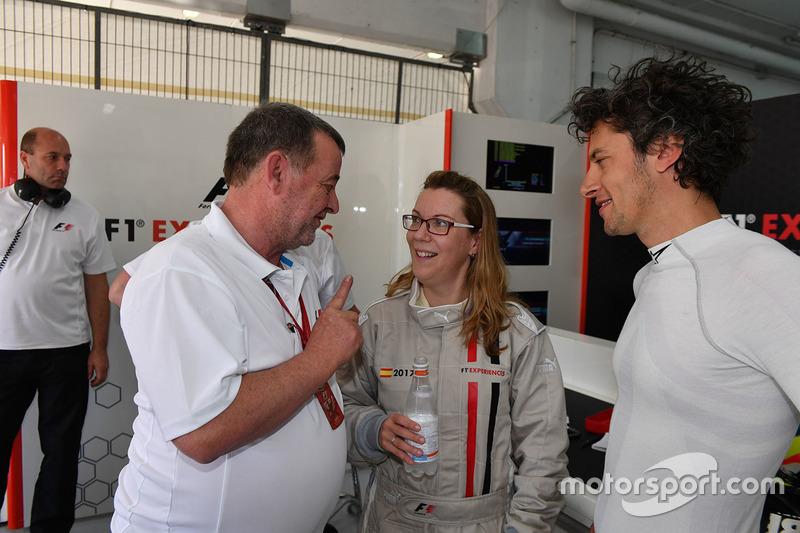 Пассажир двухместного автомобиля F1 Experiences, Пол Стоддарт, Патрик Фризахер