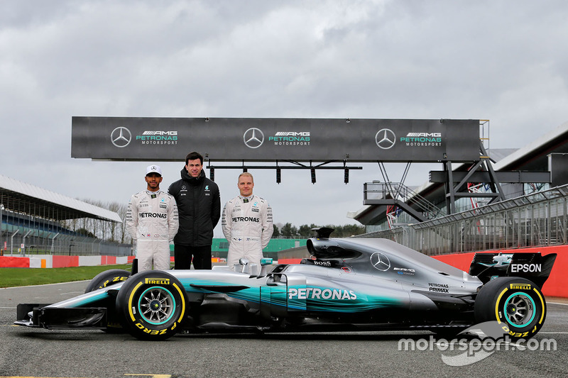 Lewis Hamilton, Mercedes AMG F1, Valtteri Bottas, Mercedes AMG F1, Toto Wolff, Mercedes AMG F1 Shareholder and Executive Director