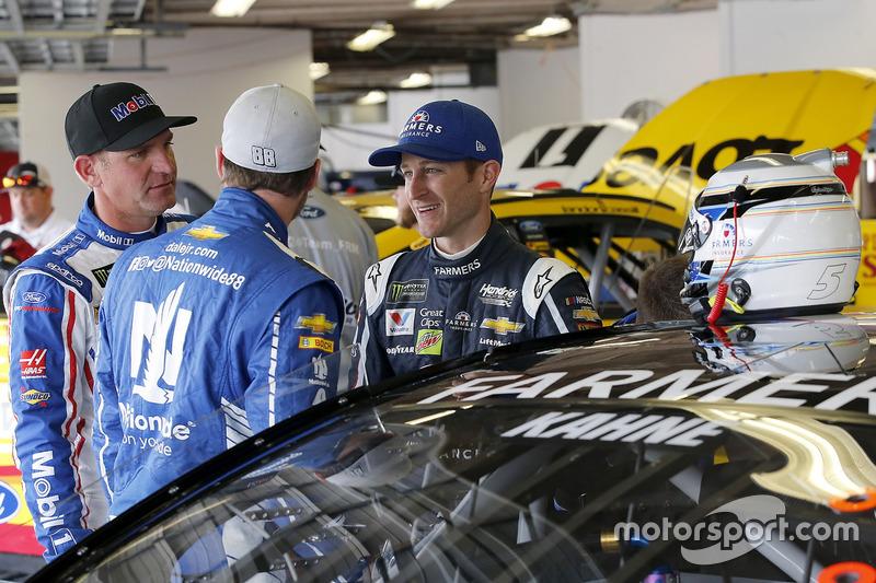 Clint Bowyer, Stewart-Haas Racing Ford, Dale Earnhardt Jr., Hendrick Motorsports Chevrolet, Kasey Kahne, Hendrick Motorsports Chevrolet