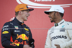 Max Verstappen, Red Bull, secondo classificato, Race Lewis Hamilton, Mercedes AMG F1, vincitore dell
