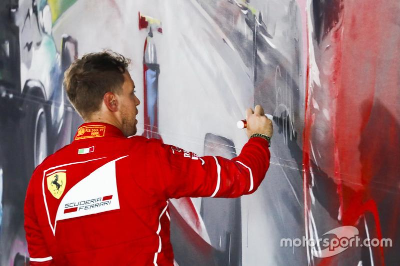 Sebastian Vettel, Ferrari firma la pintura