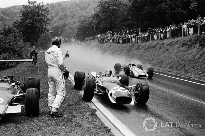 1968 - Jo Siffert, Lotus borrows a dry visor from Graham Hill