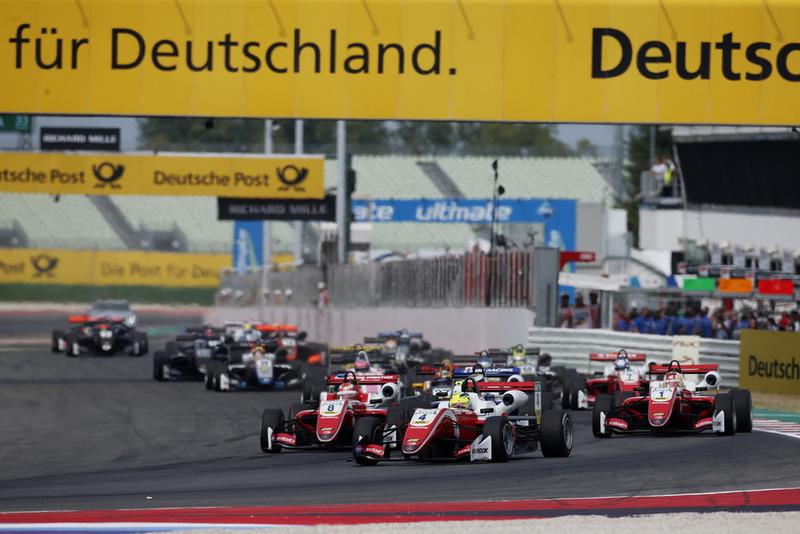 Arranque de la carrera, Mick Schumacher, PREMA Theodore Racing Dallara F317 - Mercedes-Benz leads