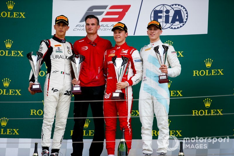 Leonardo Pulcini, Hitech Grand Prix, Race winner Marcus Armstrong, PREMA Racing and Jake Hughes, HWA RACELAB on the podium with the trophy