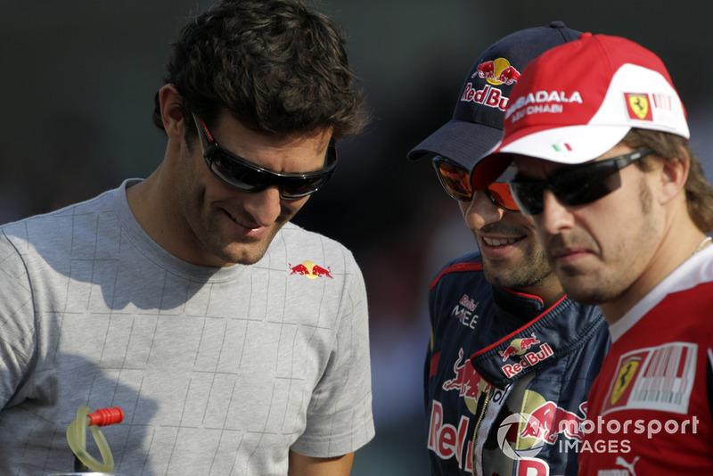 Именно перед тем Гран При соперники заметили гладко выбритые ноги Алонсо. «Ух ты, они блестят!» – шутил Хэмилтон, а Уэббер вопрошал, как далеко намерен зайти Фернандо в деле эпиляции