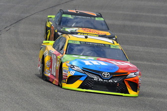 Kyle Busch, Joe Gibbs Racing, Toyota Camry M&M's and Martin Truex Jr., Furniture Row Racing, Toyota Camry Bass Pro Shops/5-hour ENERGY