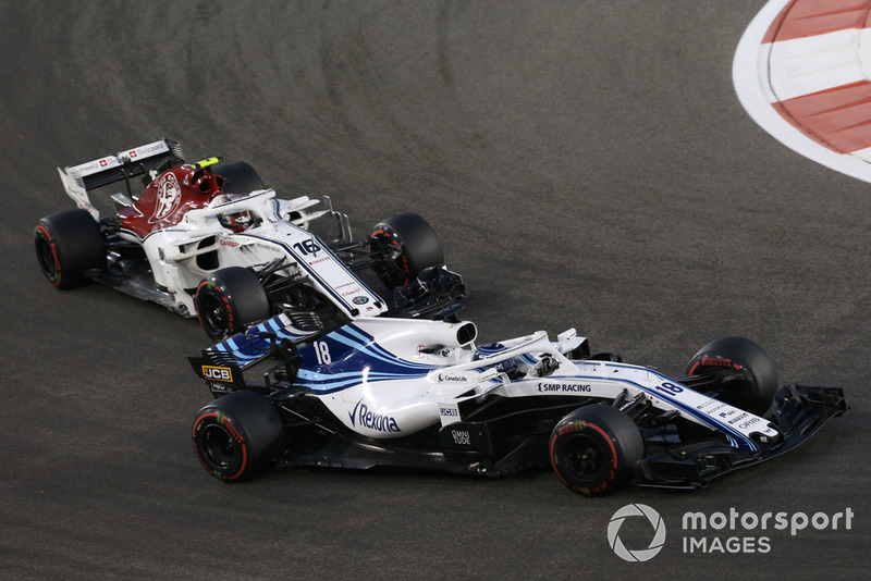 Lance Stroll, Williams FW41 and Charles Leclerc, Sauber C37 battle