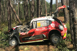 L'auto di Kris Meeke, Paul Nagle, Citroën C3 WRC, Citroën World Rally Team, dopo l'incidente