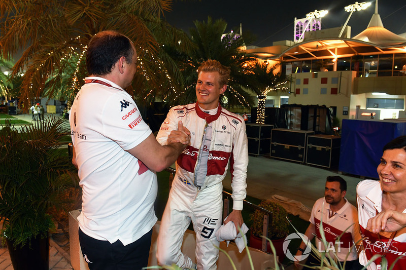 Marcus Ericsson, Sauber celebrates at the end of the race with Frederic Vasseur, Sauber, Team Principal