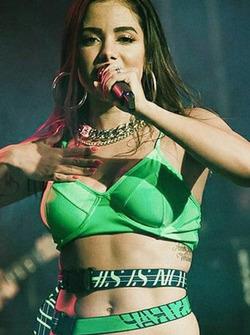 Cantora Anitta vai cantar hino nacional antes do GP do Brasil