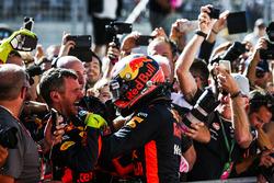 Max Verstappen, Red Bull, viert feest met zijn team in Parc Ferme