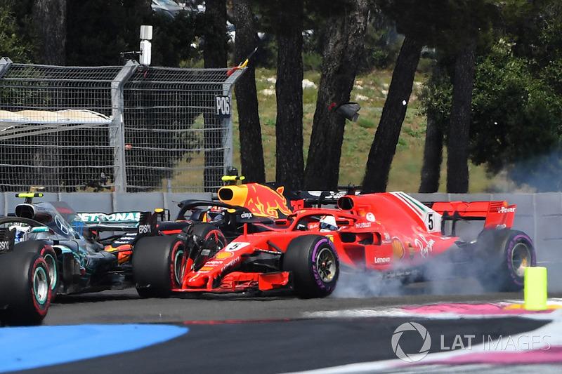 Sebastian Vettel, Ferrari SF-71H bloque une roue et percute Valtteri Bottas, Mercedes-AMG F1 W09