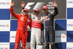 Podio: Kimi Raikkonen, Ferrari, Race winner Lewis Hamilton, McLaren, Mark Webber, Red Bull Racing