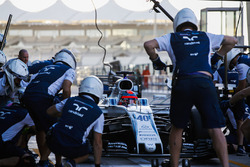 Robert Kubica, Williams FW40, pit stop action