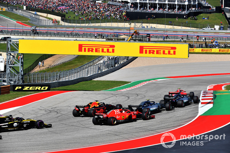 Kimi Raikkonen, Ferrari SF71H y Lewis Hamilton, Mercedes-AMG F1 W09