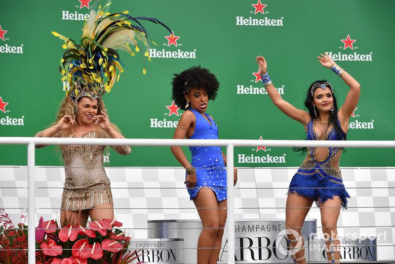 Des danseuses brésiliennes sur le podium