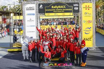 Winners Sébastien Loeb, Daniel Elena, Citroën World Rally Team Citroën C3 WRC with the team