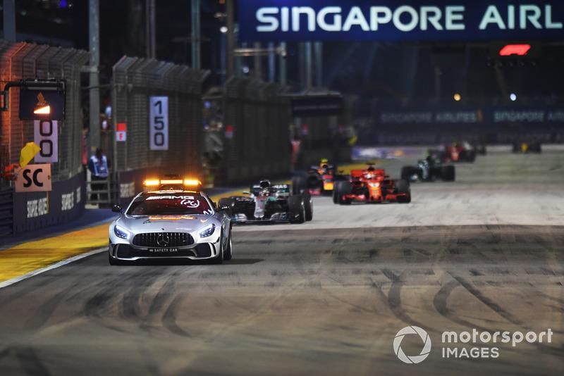 Safety Car al frente de Lewis Hamilton, Mercedes AMG F1 W09 EQ Power+