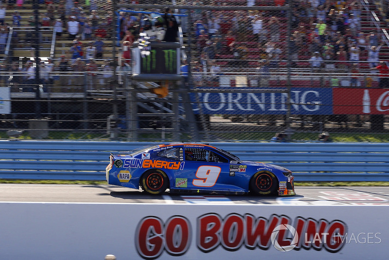 Chase Elliott, Hendrick Motorsports, Chevrolet Camaro SunEnergy1 drives under the checkered flag to win