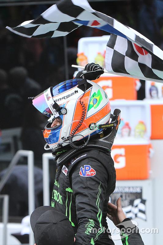 Racewinnaar Pipo Derani, ESM Racing viert feest