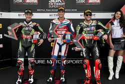 Tweede plaats, Jonathan Rea, Kawasaki Racing Team, polesitter Michael van der Mark, Honda WSBK Team